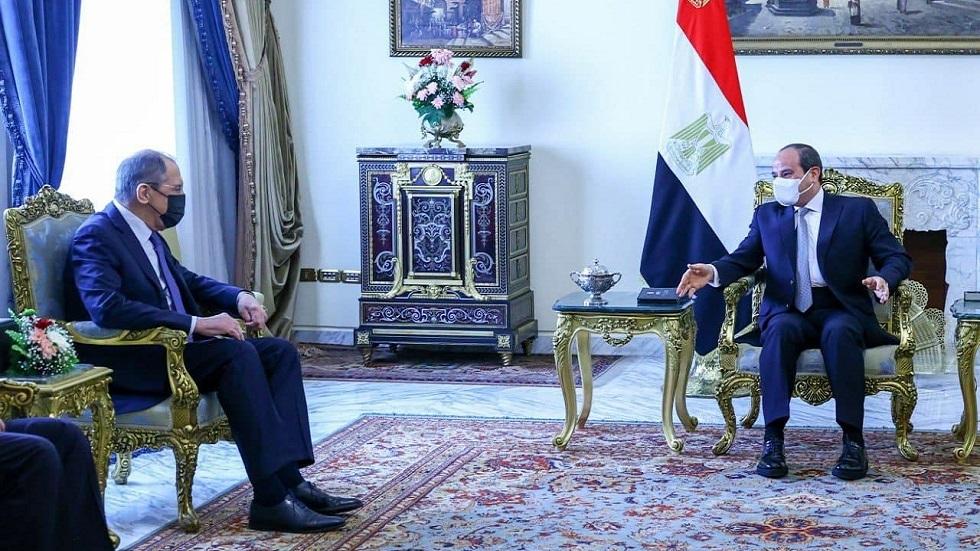 الرئيس المصري عبد الفتاح السيسي و وزير الخارجية الروسي سيرغي لافروف