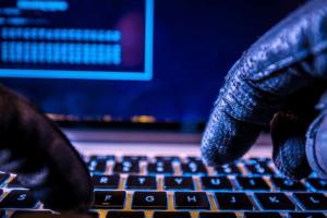 """هجمات إلكترونية إيرانية على حسابات أميركية و """"إسرائيلية"""""""