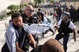 """اعتداء الجيش """"الإسرائيلي"""" على المواطنين الفلسطينيين"""
