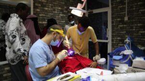 ألف طبيب سوري في الصومال: أطباء الأسنان السوريين يكسبون قلوب الشباب الصوماليين بمهارتهم