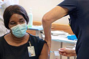 امرأة مصابة بالإيدز تصاب بكورونا لـ216 يوما والفيروس يتحور 30 مرة بجسدها