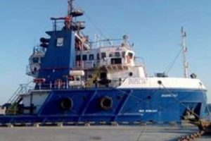 مصرع قبطان مصري وفقدان مهندس جراء غرق سفينة بترول مصرية في البحر الأحمر