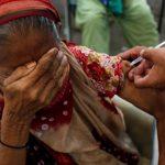 ولاية باكستانية تلغي خطوط الموبايل لرافضي التطعيم ضد كورونا