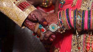 عروس هندية تحتجز العريس وعائلته كرهائن