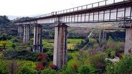 جسر القطار في بلدة بداما بريف إدلب الغربي