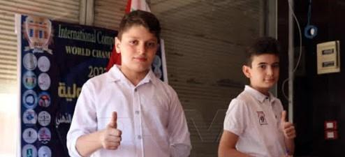 طفلين من الفريق السوري الذي أحرز المركز الأول في مصر
