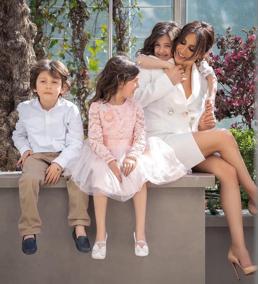 الفنانة السورية كندا حنا و اولادها