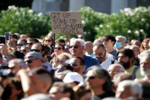 مظاهرة ضد ارتداء الكمامة في ولاية تكساس