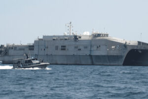 """السفينة الأمريكية """"USNS Choctaw County"""