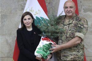 قائد الجيش اللبناني العماد جوزيف عون و الفنانة ماجدة الرومي