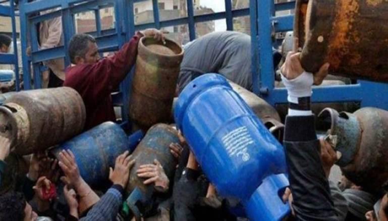 """توزيع الغاز والبنزين """"بالقطارة"""" ومصادر تكشف ل""""هاشتاغ"""": الحكومة تعمد التقنين في التوزيع"""